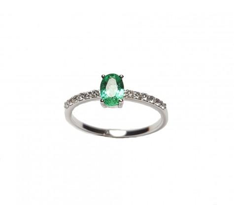 Pendientes con diamantes y esmeralda en oro blanco 18K